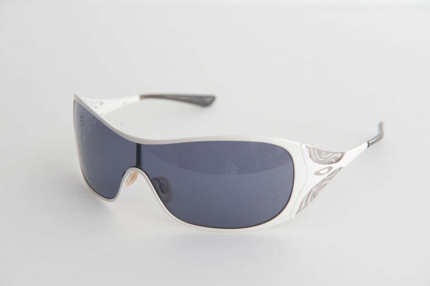 oakley sunglasses scratch repair  oakley liv 05671